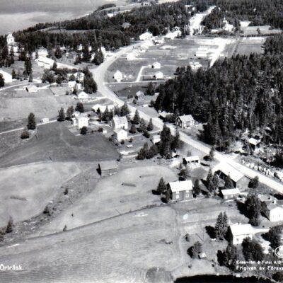 Flygfoto över Örträsk Ensamrätt & Foto: A/B Flygtrafik, Dals Långed 306/1965 Poststämplat 12/7 1967 Ägare: Åke Runnman 10x15