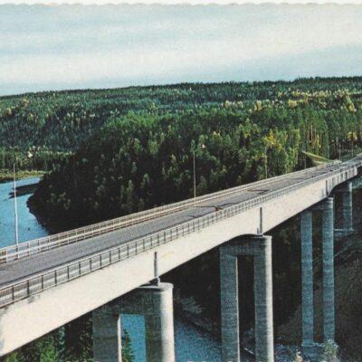 Nya Öreälvsbron, Bjurholm Foto: Anna-Britta Forsberg Poststämplat 9/6 1976 Ägare: Åke Runnman 10x15 Snarlika bilder men med viss förskjutning