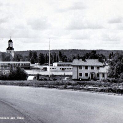 Bjurholm. Ungdoms hem och Skola Ensamrätt Lilians Kiosk, Bjurholm Ocirkulerat Ägare: Åke Runnman 10x15