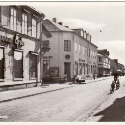 Storgatan. Lycksele Förlag: Bodéns Bokhandel, K/B, Lycksele Ocirkulerat Ägare: Åke Runnman 9x14