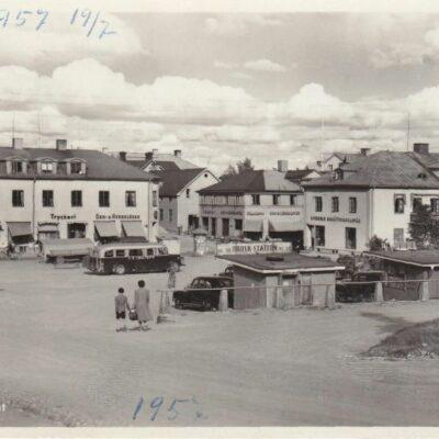 Lycksele. Torget Pressbyrån 60453 Poststämplat Lappmarken visar 16/7 1949 Ägare: Åke Runnman 9x14