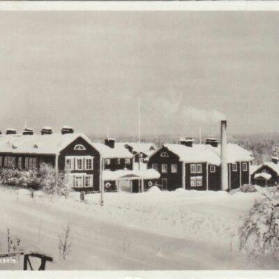 Seminariet. Lycksele Foto: Lundberg, Lycksele Förlag: Bodéns Bokhandel, K/B, Lycksele Poststämplat 28/12 1949 Ägare: Åke Runnman 9x14