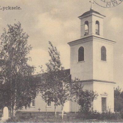 Kyrkan. Lycksele Carl S. Bodéns Bok & Pappershandel, Lycksele Poststämplat 13/10 1915 Ägare: Åke Runnman 9x14