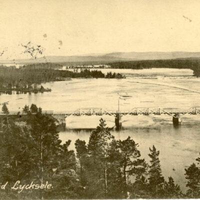 Umeelf vid Lycksele Gust. S. Bodéns Bok & Pappershandel Skickat 16/11 1920 Ägare: Åke Runnman 9x14
