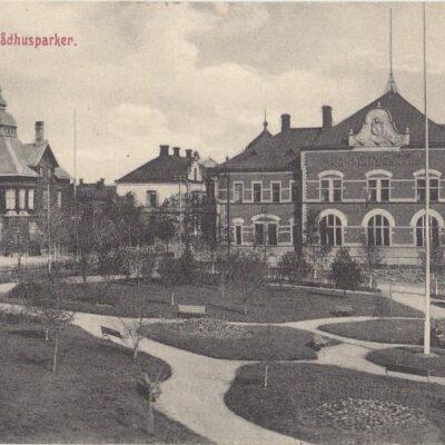 Parti af Rådhusparken. Umeå Reinhold Hjortsbergs Pappershandel, Umeå Poststämplat 1/12 1912 Ägare: Ivar Söderlind 9x14