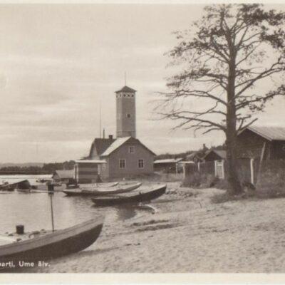 Lycksele. Strandparti, Ume älv Förlag: Gust. S. Bodéns Bokhandel, Lycksele Poststämplat 8/9 1944 Ägare: Åke Runnman 9x14