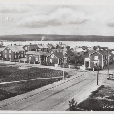 LYCKSELE Hamnen Svenska Pressbyrån Poststämplat 17/4 1945 Ägare: Åke Runnman 9x14