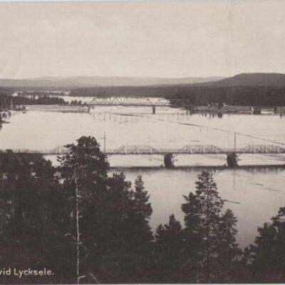 Ume älv vid Lycksele Förlag: Gust. S. Bodéns Bokhandel, Lycksele. Import Plundrat Ägare: Åke Runnman 9x14