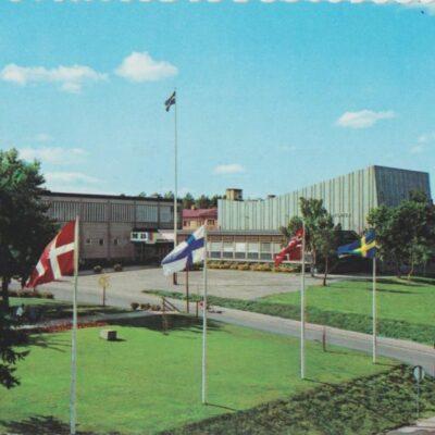 Lycksele. Medborgarhuset Färgfoto: Giovanni Trimboli Poststämplat 26/5 2005 Ägare: Åke Runnman 10x15
