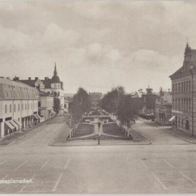 Umeå. Rådhusesplanaden Förlag: Hildur Fjellströms Pappershandel, Umeå Daterat 1930-10-15 Ägare: Ivar Söderlind 9x14