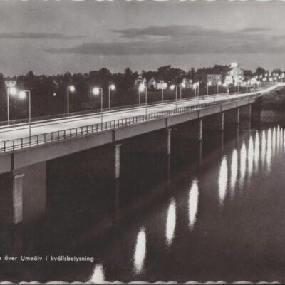 UMEÅ. Bron över Umeälv i kvällsbelysning Pressbyrån 22247 Ocirkulerat Ägare: Ivar Söderlind 10x15