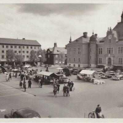 UMEÅ. Rådhustorget Pressbyrån 60420 Poststämplat 1953-06-25 Ägare: Ivar Söderlind 9x14