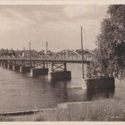 Umeå. Bron Förlag: Erikssons Cigarr- & Pappershandel, Umeå Poststämplat 1943-05-06 Ägare: Ivar Söderlind 9x14