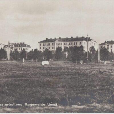 Kungl. Västerbottens Regemente, Umeå Förlag: Hildur Fjellströms Pappershandel Poststämplat 1939-09-08 Ägare: Ivar Söderlind 9x14