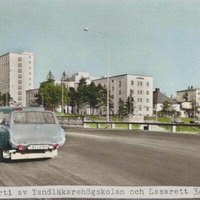 Vykortsförlaga Umeå. Parti av Tandläkarehögskolan och Lasarettet Förlag: Fjellströms Pappershandel Eftr. Sven Sandberg, Umeå Ägare: Åke Runnman 10x15
