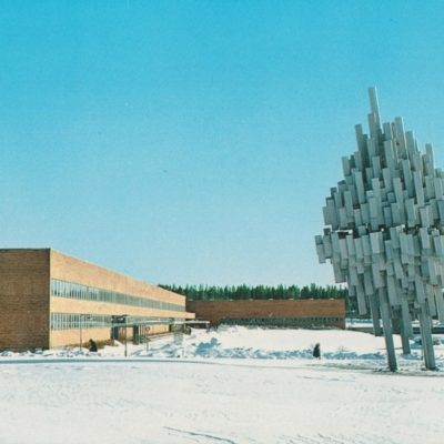 """Samhällsvetenskapshuset Umeå Universitet """"Norrskenet"""" Förlag: K. Rune Lundström AB, Skellefteå Ocirkulerat Ägare: Åke Runnman 10x15"""