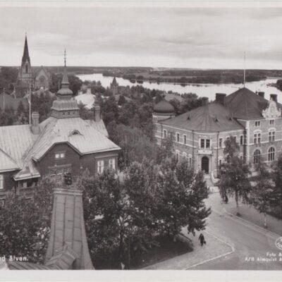 Umeå. Parti med Älven Förlag: Hildur Fjällströms Pappershandel, Umeå Poststämplat 1945-10-11 Ägare: Åke Runnman 9x14