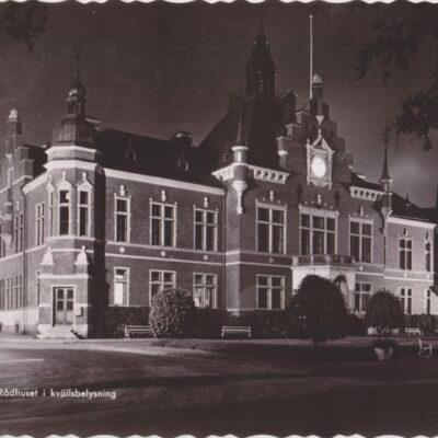 UMEÅ. Rådhuset i kvällsbelysning Pressbyrån 22244 Poststämpel oläslig Ägare: Åke Runnman 10x15