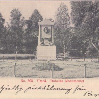 No. 303. Umeå. Döbelns Monumentet Imp. F. W. H. & Co Skrivet men ej daterat eller stämplat Ägare: Åke Runnman 9x14