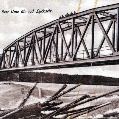 Järnvägsbron över Ume älv vid Lycksele Förlag: Gust. S. Bodéns Bokhandel Ocirkulerat Ägare: Åke Runnman 9x14 Observera männen uppe på brospannet