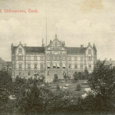 Stora Hotellet och Rådhusparken, Umeå Poststämplat 21/2 1913 Ägare: Åke Runnman 9x14