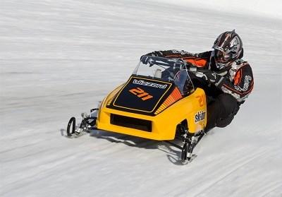 1Wille Rauman från Finnland på sin snygga Skidoo ovalracer