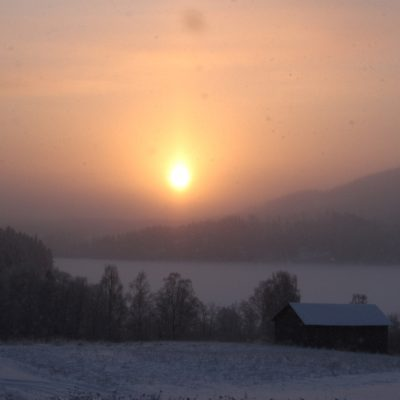 2016-01-18 Solen orkar lysa över Vitberget Foto: Rolf Wahlberg