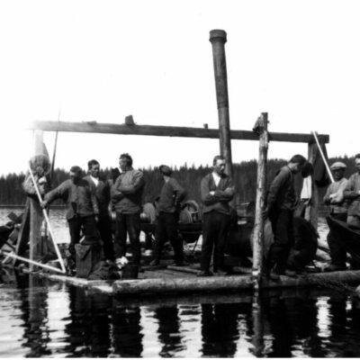 Januari 2005 Bilden är från 1926 och visar spelflotte på Örträsket.