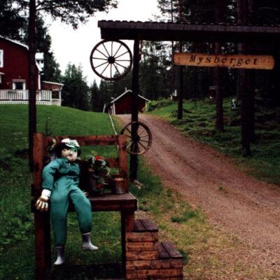 Örträskbo i väntan på mjölkbilen Ulf Hellgrens foto Österbybruk Ocirkulerat Ägare: Åke Runnman 10x15