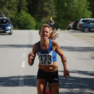 Jenny Wikedal, IFK Umeå går i mål som segrare i damklassen