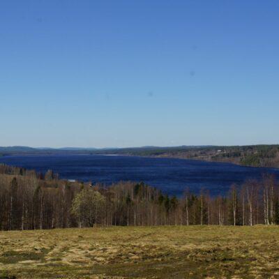 2018-05-09 I dag blev det isfritt på sjön, bara lite hopblåst issörja längst inne i sjön. Foto: Åke Runnman