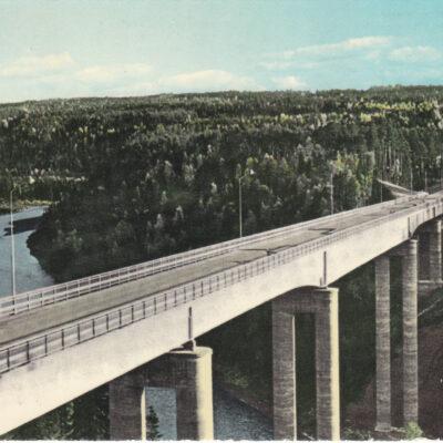 Nya Öreälvsbron, Bjurholm Foto: Anna Britta Forsberg Poststämplat 1973-03-06 Ägare: Åke Runnman 10x15 Snarlika bilder men med viss förskjutning