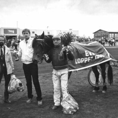 Maj 2011. En bild tagen den 24 maj 1985 på Torpgärdans travbana i Boden. Kusken heter Stig Lindmark. Hästen heter Qulan Express och hästens ägare är Jan Öredal, Örträsk.