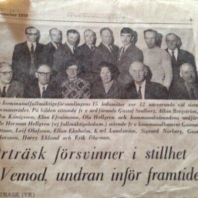 """Februari 2015    150413 Från Birgitta Lagedal-Eriksson inkommer två tidningsurklipp där bland annat alla namnen finns med men även dateringen av tidningsurklippet till december 1970. I texten finns även datum för övergången till Lycksele storkommun - """"Från och med nyåret 1971 upphör Örträsk som egen kommun och ingår i Lycksele storkommun och dess förvaltning."""""""