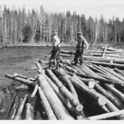 Oktober 2012. Flottning i Öreälven. Dessa bilder är tagna av Tage Örestig i samband med flottning i Öreälven 1952. Är det någon som känner igen personerna på bilderna? Hör av er så fall.