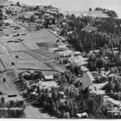 Flygbild över Örträsk Vykort 4969-51. Från 1954 eller 1955. Ägare: Åke Runnman 10x15