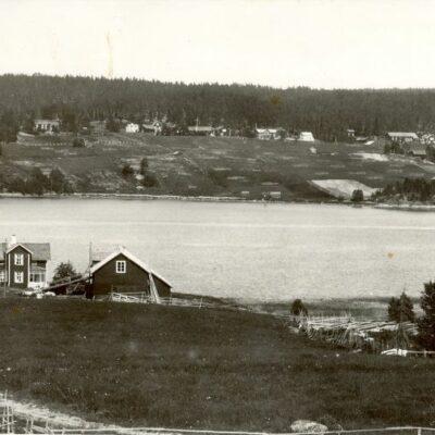 Örträsk, fotograferat från västra sidan Postat 1946-02-02 Ägare: Bodil Svalberg 9x14