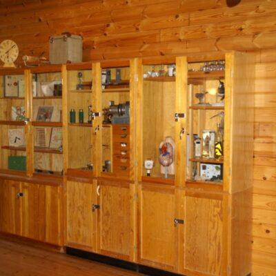 En mindre samling av bevarade saker från Örträsk skola finns att beskåda