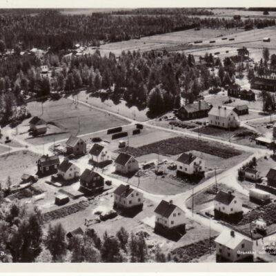 Vy över Fredrika Förlag: A.B. Br. Vestman Skickat 24/6 1957 Ägare: Åke Runnman