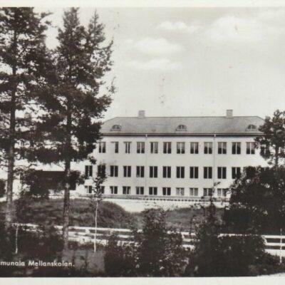 LYCKSELE. Kommunala Mellanskolan Pressbyrån 60194 Poststämplat 26/7 1953 Ägare: Åke Runnman 9x14