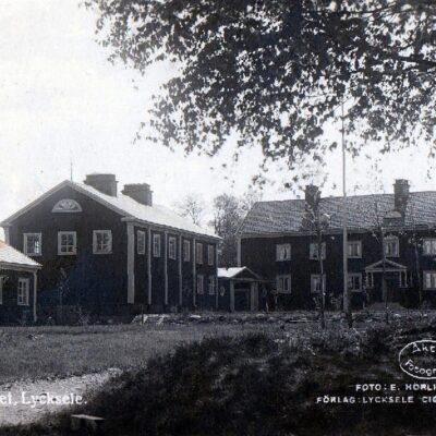 Seminariet. Lycksele Foto: E. Hörling Förlag: Lycksele Cig & Pappershandel Poststämplat parti29/8 1933 Ägare: Åke Runnman 9x14