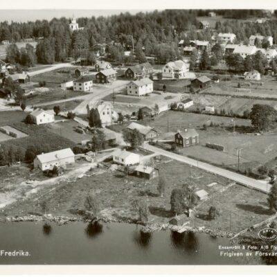 Flygfoto över Fredrika Ocirkulerat Förlag: Kiosken Fredrika, tel. 61 Ägare: Åke Runnman