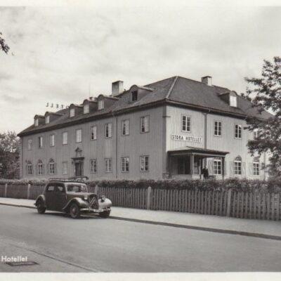 LYCKSELE. Stora hotellet Pressbyrån Poststämplat 15/6 1955 Ägare: Åke Runnman 9x14