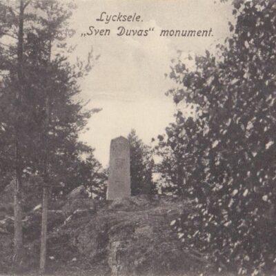 """Lycksele, """"Sven Duvas"""" monument Förlag: Bodéns Bokhandel, Lycksele. No: 22350 Poststämpeln oläslig Ägare: Åke Runnman 9x14"""