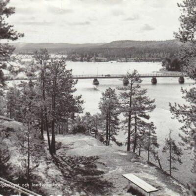 LYCKSELE. Korpberget och landsvägsbron Pressbyrån 22491 Ocirkulerat Ägare: Åke Runnman 10x15