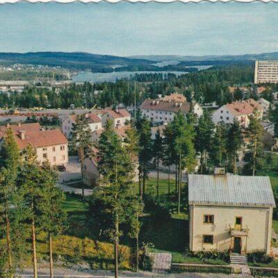 Lycksele. Utsikt från vattentornet AB GRAFISK KONST Poststämplat 27/10 1964 Ägare: Åke Runnman 10x15