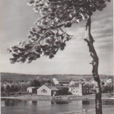 Utsikt från Korpberget, Lycksele Förlag: Bodéns Bokhandel, Lycksele Poststämplat 16/6 1955, plundrat Ägare: Åke Runnman 9x14