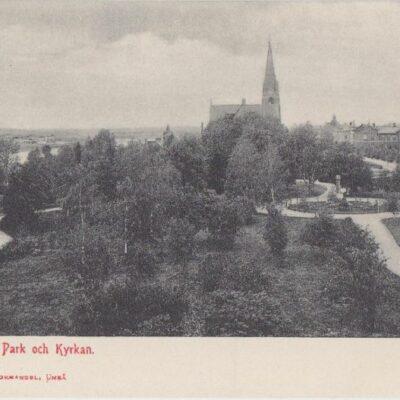 Umeå. Döbelns Park och Kyrkan Johan Åkerbloms Bokhandel, Umeå Poststämpel oläslig Ägare: Åke Runnman 9x14