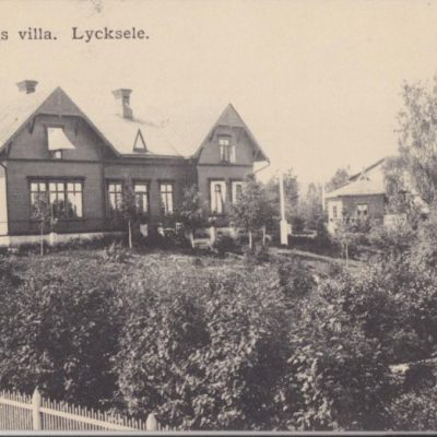 Holmsunds villa. Lycksele Carl S. Bodéns Bok- & Pappershandel Poststämplat 3/1 1918 Ägare: Åke Runnman 9x14