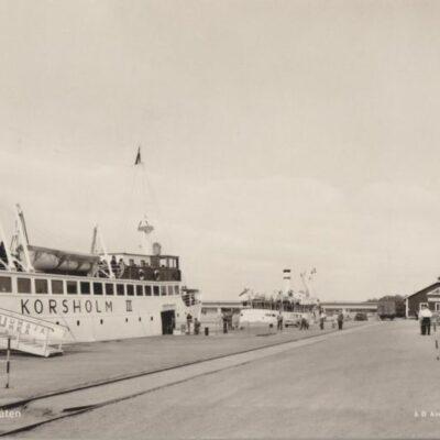 Umeå. Finlandsbåten Förlag: Domus Bokavdelningen, UmeåPoststämplat 1964-09-17Ägare: Ivar Söderlind9x14